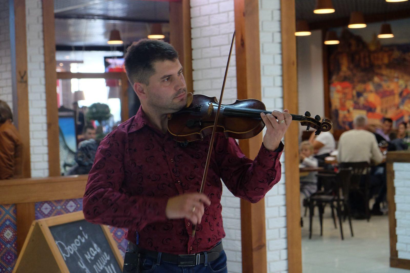 Яскраві вихідні у Златі: величезні панди, змагання блейдів, скрипаль і дитячий майстер-клас