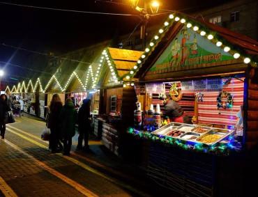 Розпочався різдвяний ярмарок біля ТРЦ